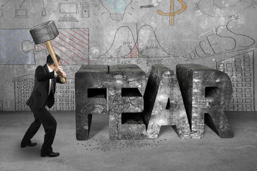 Elke angst is een kans. Elk mens heeft zijn angsten, al is het maar dat je bang bent voor spinnen. Onderhuids, vaak niet ons zelf bewust van zijnde, hebben we angst zitten, zonder te weten waarvoor we nu echt bang zijn.